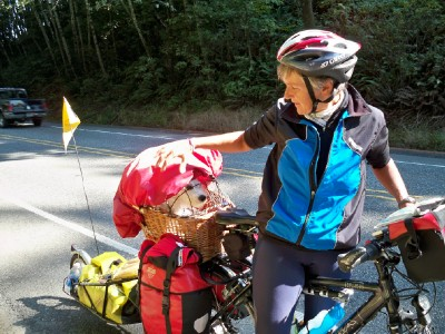 Meeting Regina the cyclist from Germany when cycling along the Pacific Coast Highway