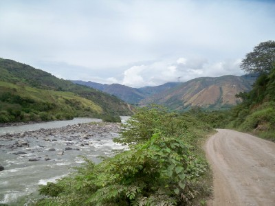 dirt-road-following-river