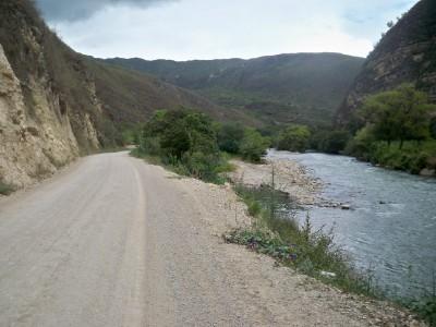 Cycling along a dirt track to Tingo Viejo in Peru
