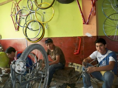 Cycling in Peru and finding a bike shop to do some repairs