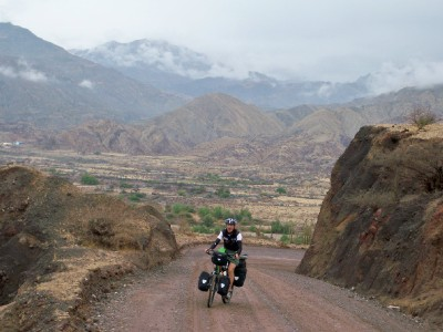 Agusti struggling to cycle uphill in Peru