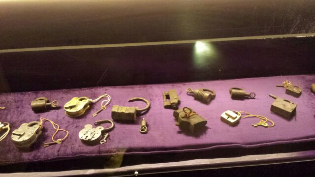 Random-collection-of-padlocks