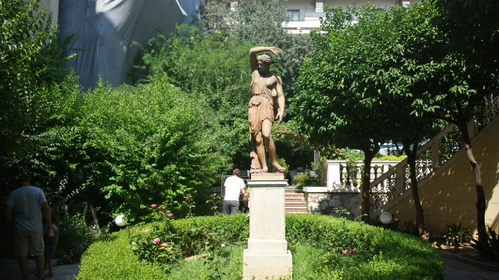 Secret gardens of Athens - A cafe in the Numismatic Museum gardens