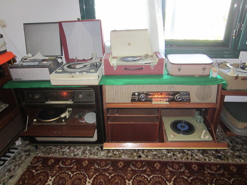 Old gramophones and radios which were all in perfect working order.