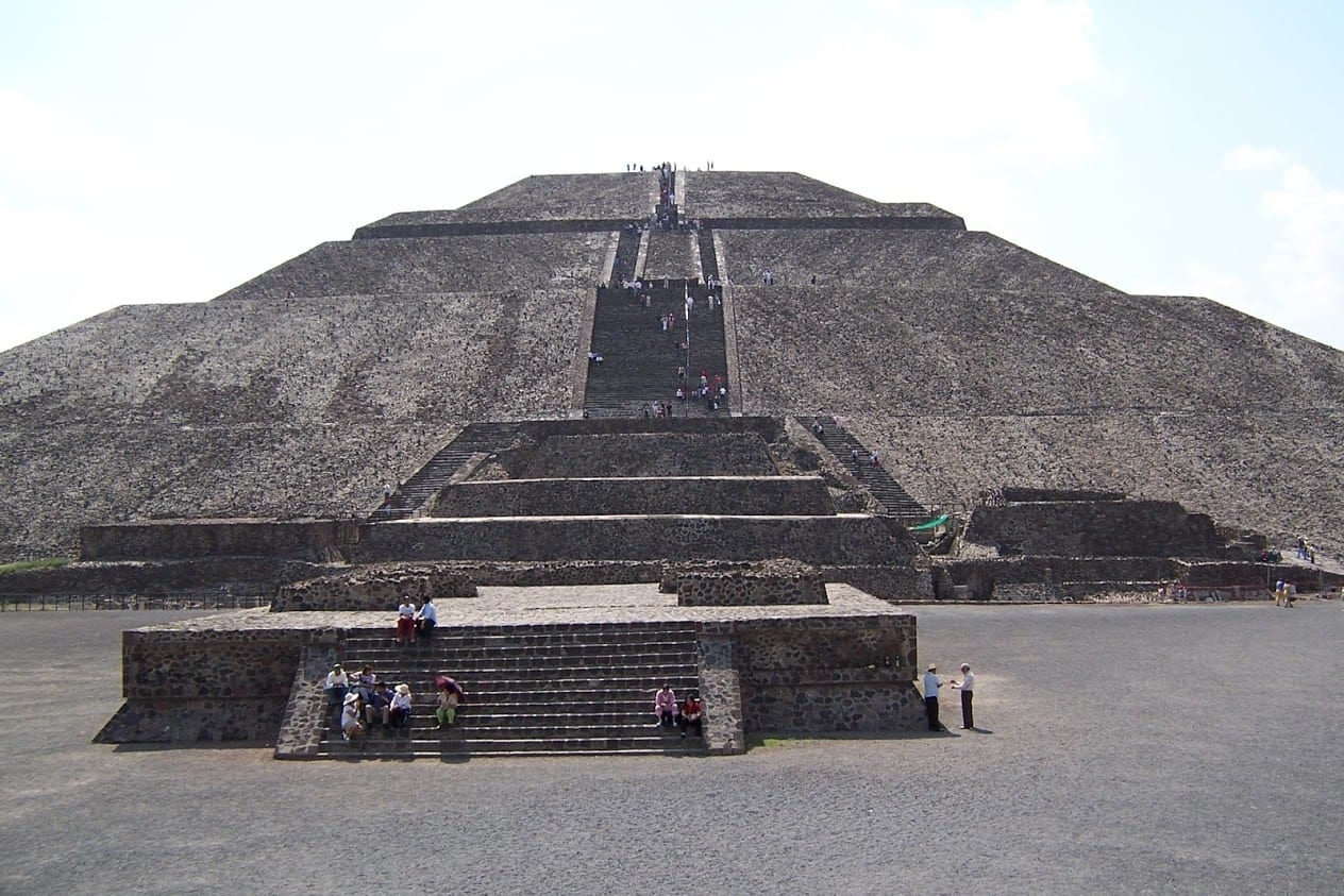 The huges pyramids of Teotihuacan