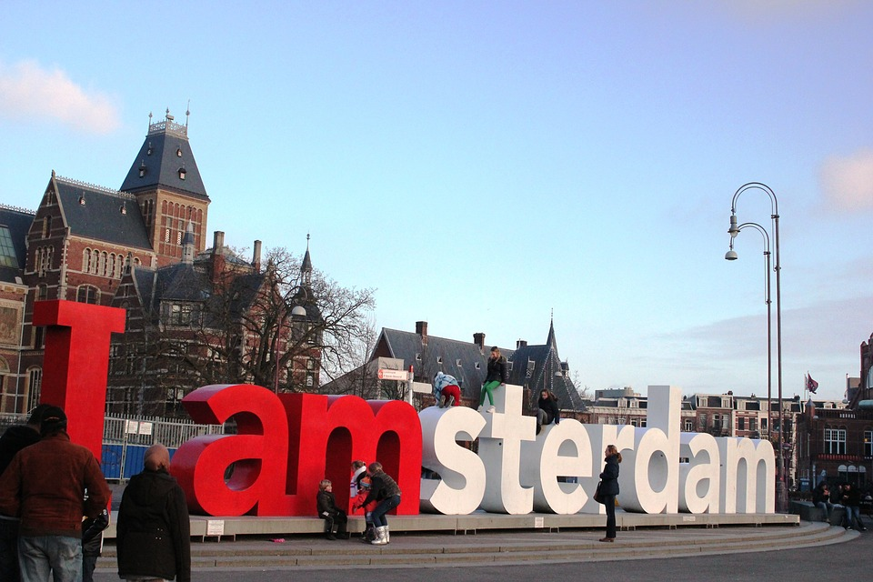 Couchsurfing Amsterdam - Why it's a great way to experience the city