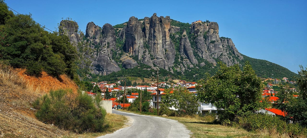 How to get to Kalambaka and Meteora in Greece from Athens