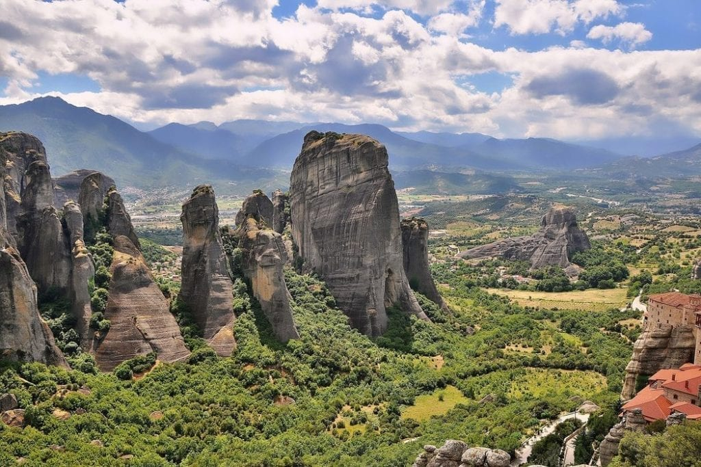 How to get from Athens to Meteora to see the stunning landscape and monasteries