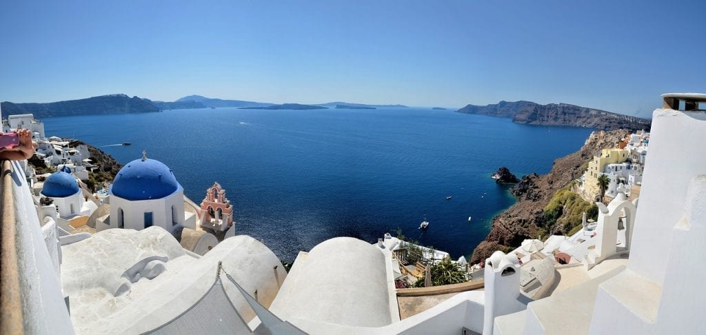 Santorini airport transfers - how to get from the airport to your hotel in Santorini using taxi, bus, car hire, and private pickup