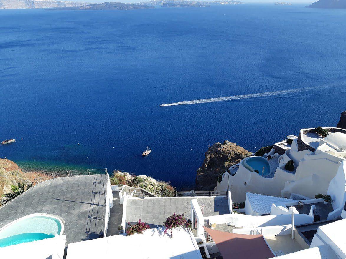 Santorini hotels with pool