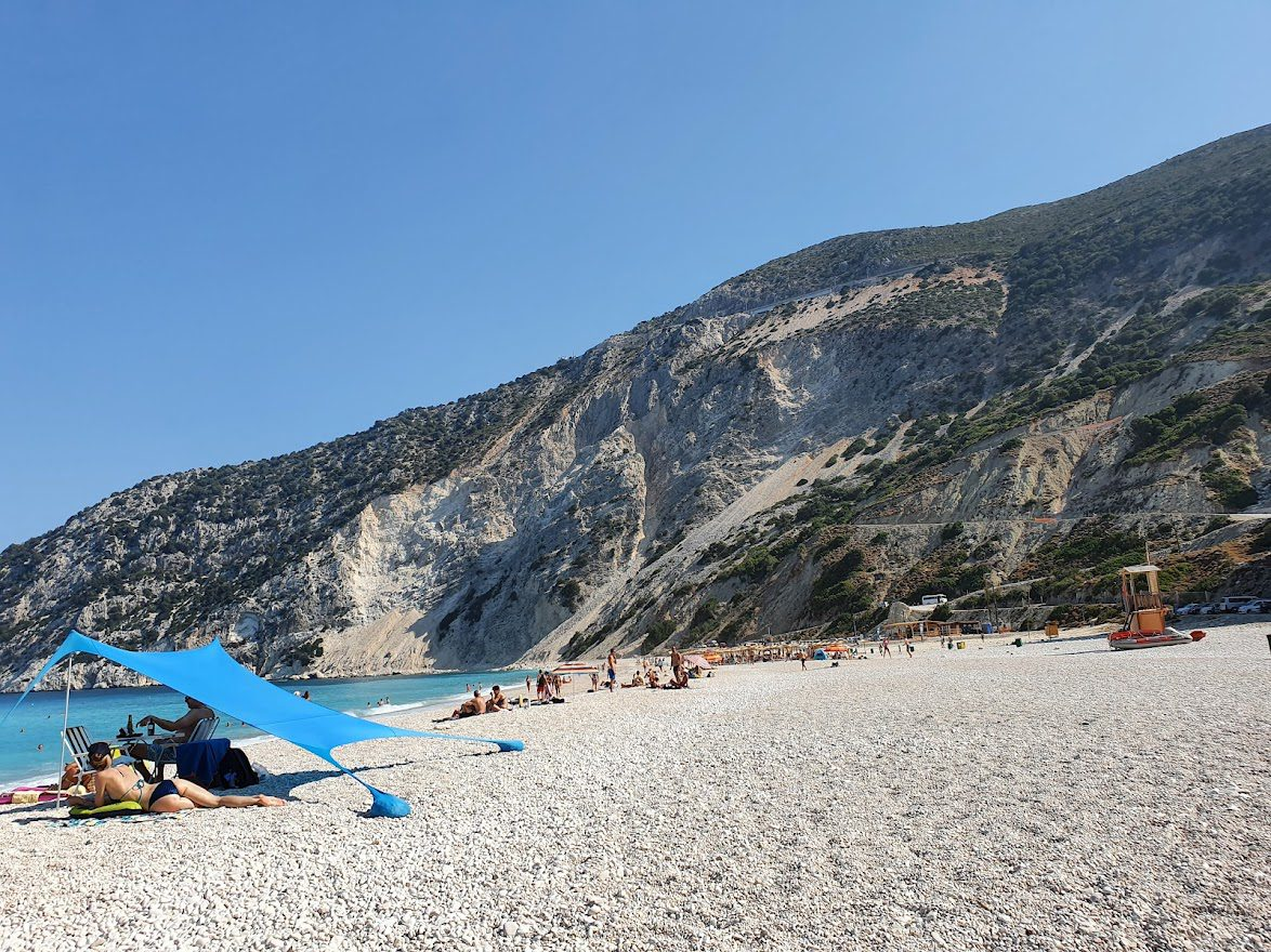 Creating a shaded place on Mirtos beach in Kefalonia