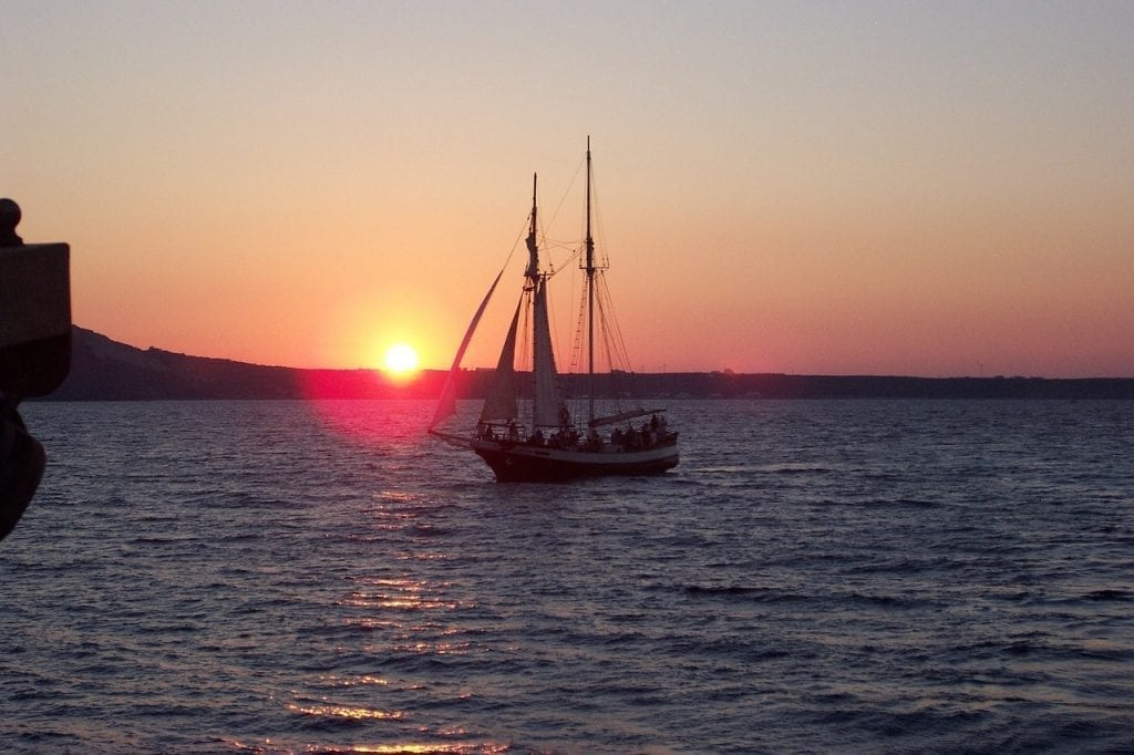 A guide to the best sailing tours in Santorini, Greece