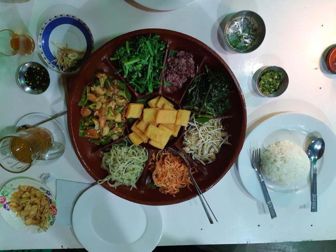 Food at Paw Paw restaurant at Inle Lake in Myanmar