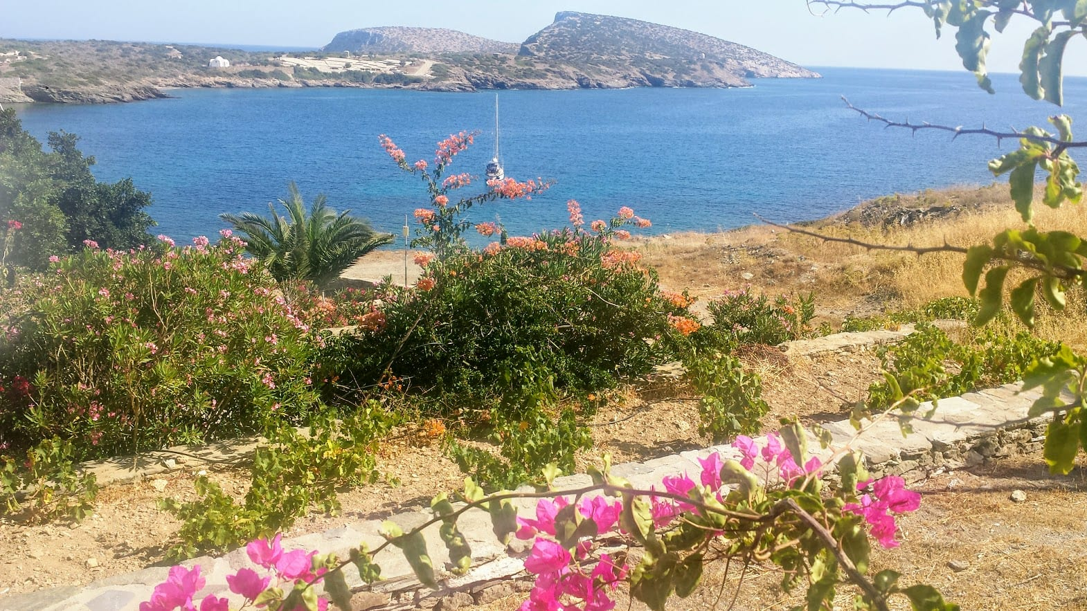 A view over a bay in Schinoussa