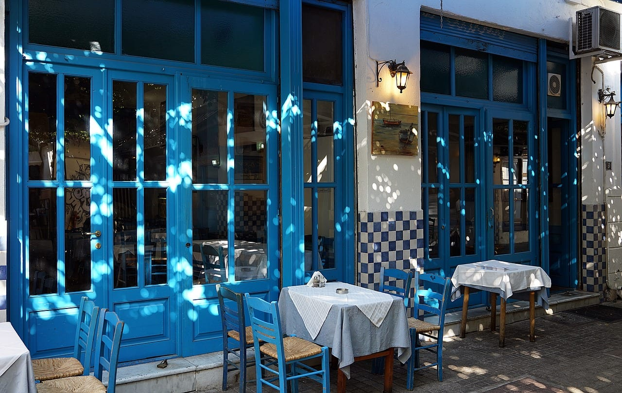 There are plenty of tavernas to choose from when looking for somewhere to eat in Thessaloniki such as the one shown here.