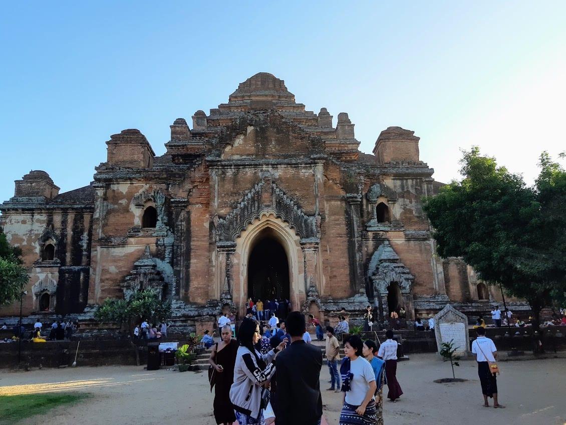 A big pagoda in Bagan.