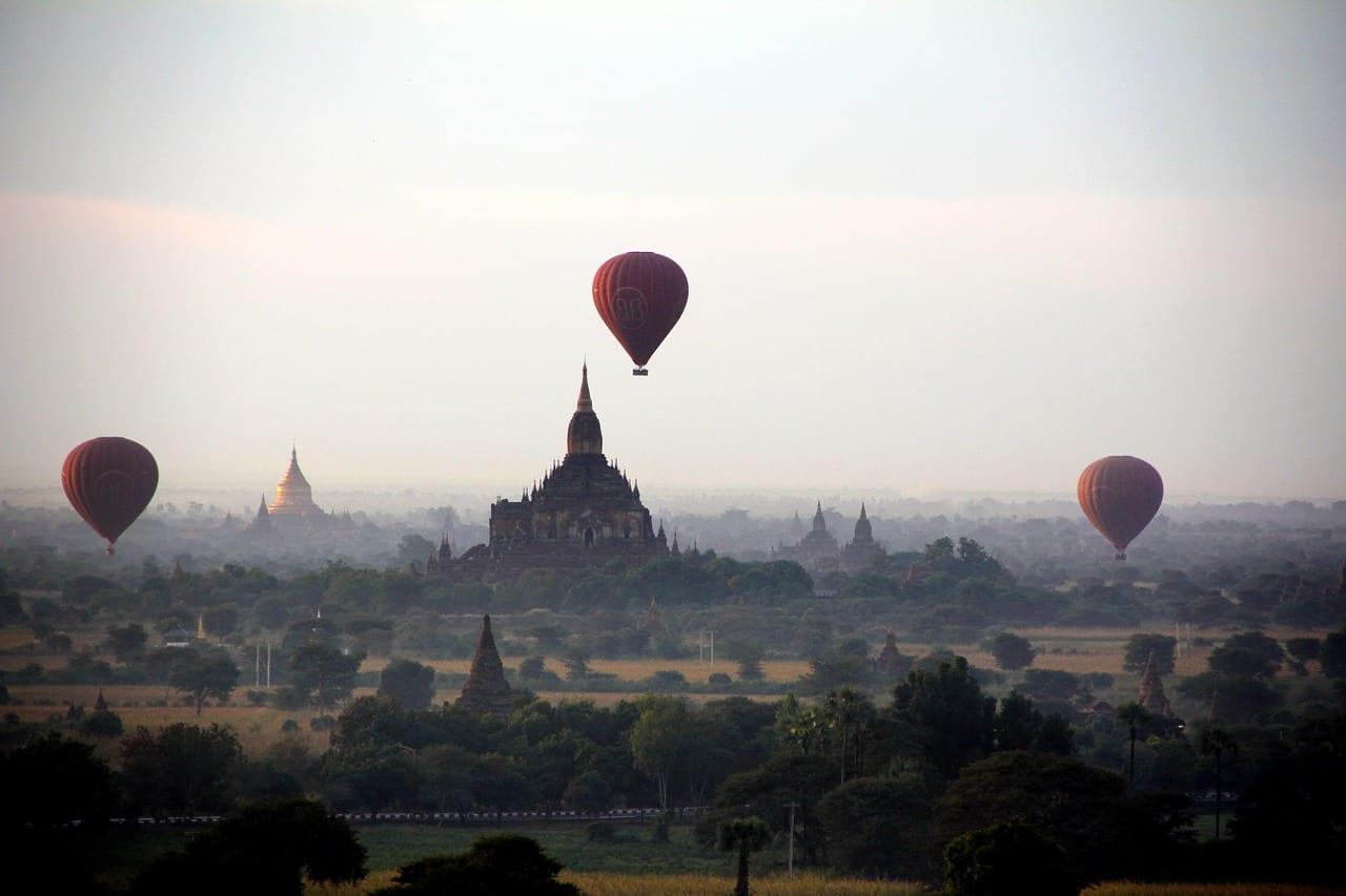 Bagan hot air balloon tour