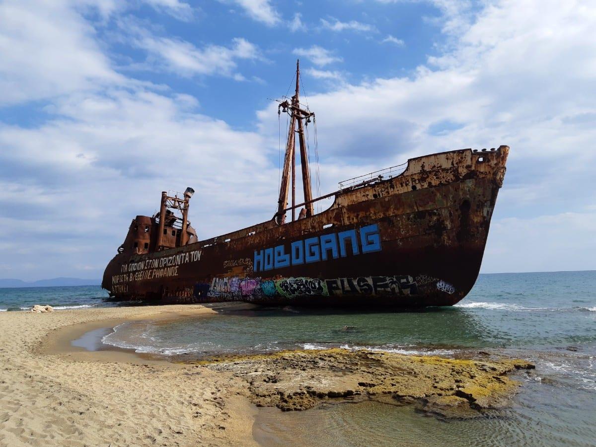 A closer look at the shipwreck near Gythion