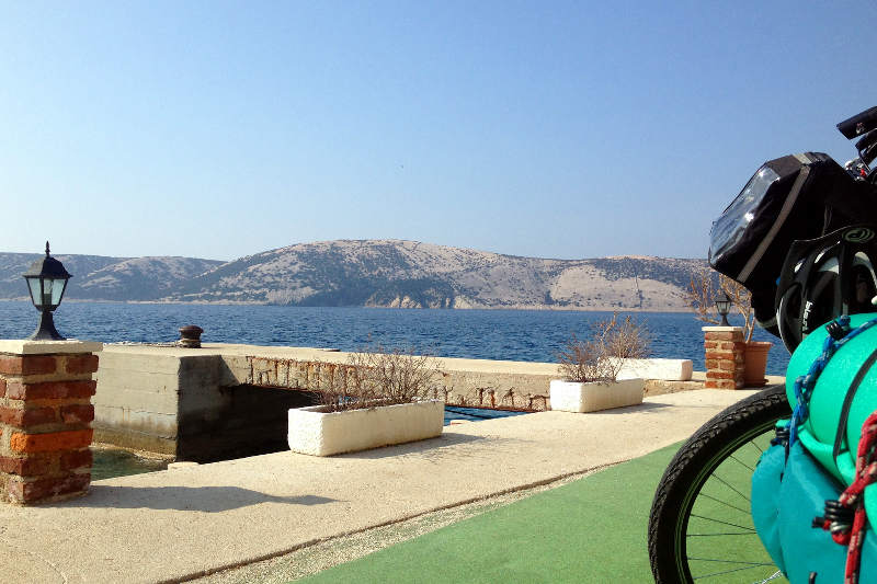 A touch of bike and sea!