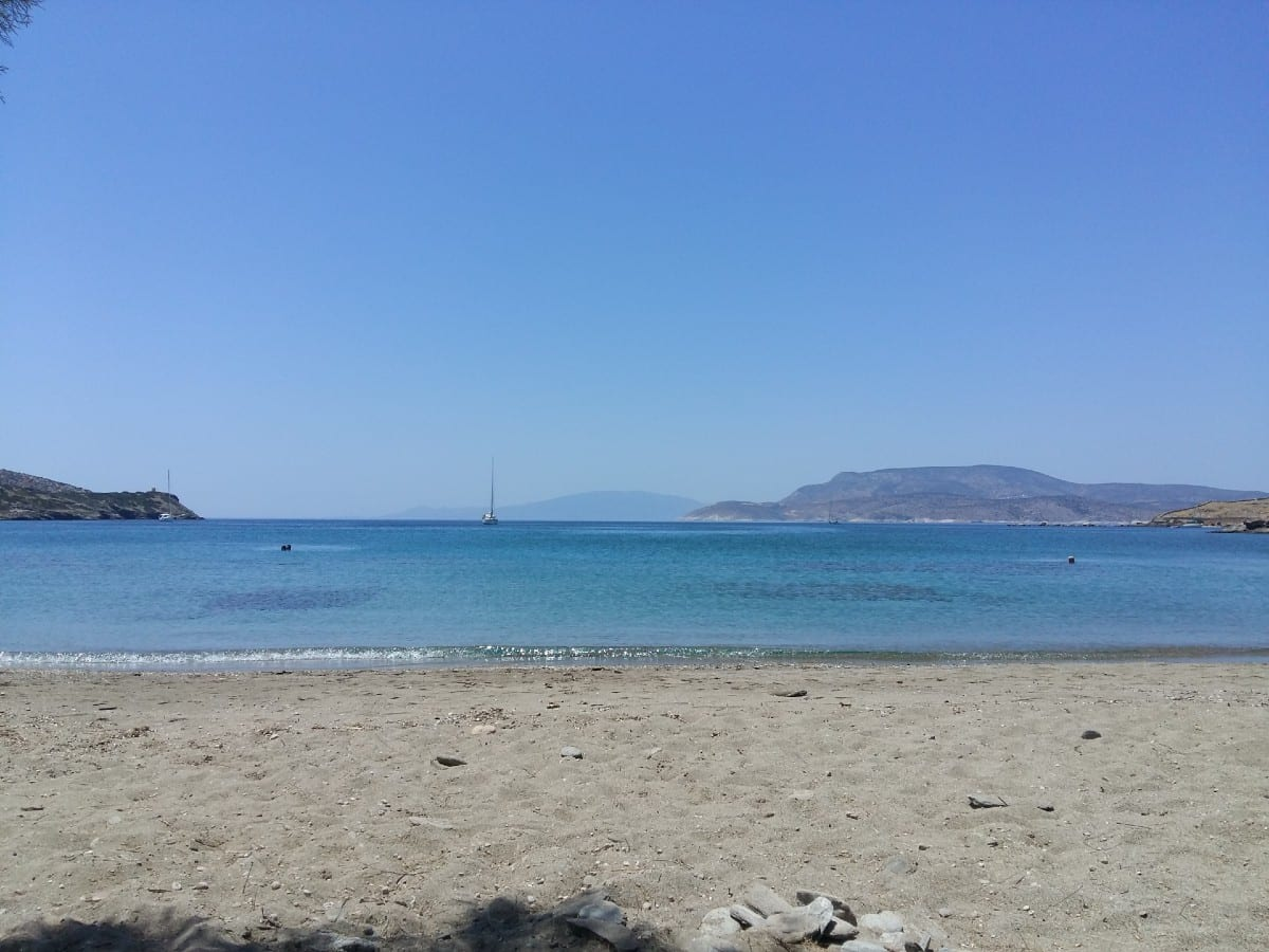 Relax on the beach in Schinoussa