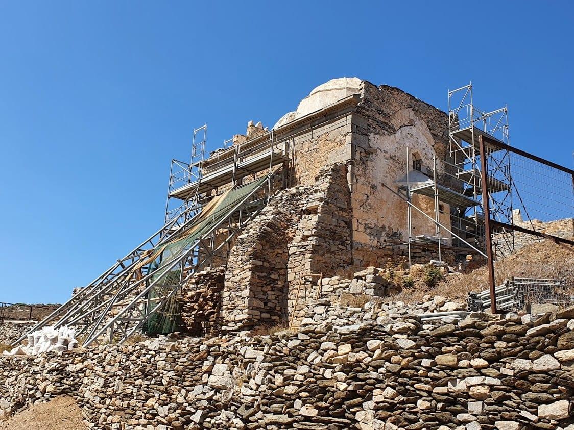 The Episkopi Monument was under restoration when we visited Sikinos island