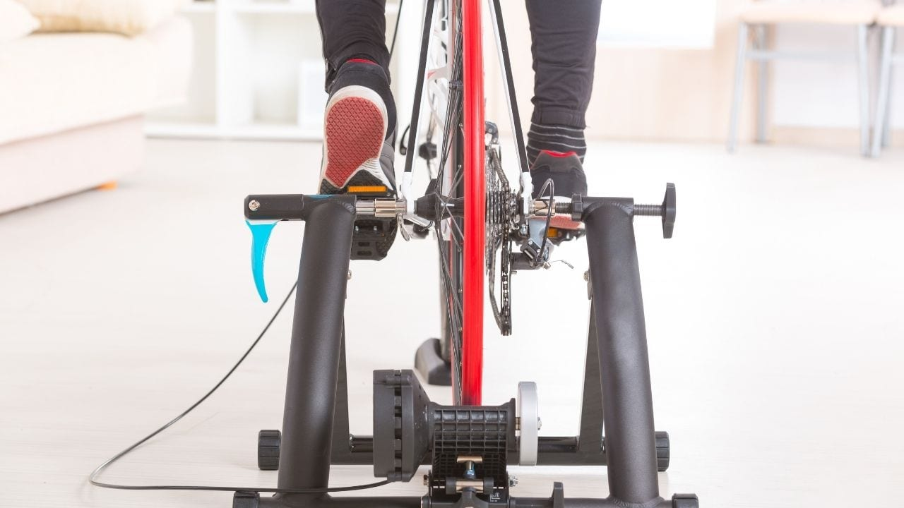 Using a cheap indoor bike trainer for cycling fitness and training in the winter