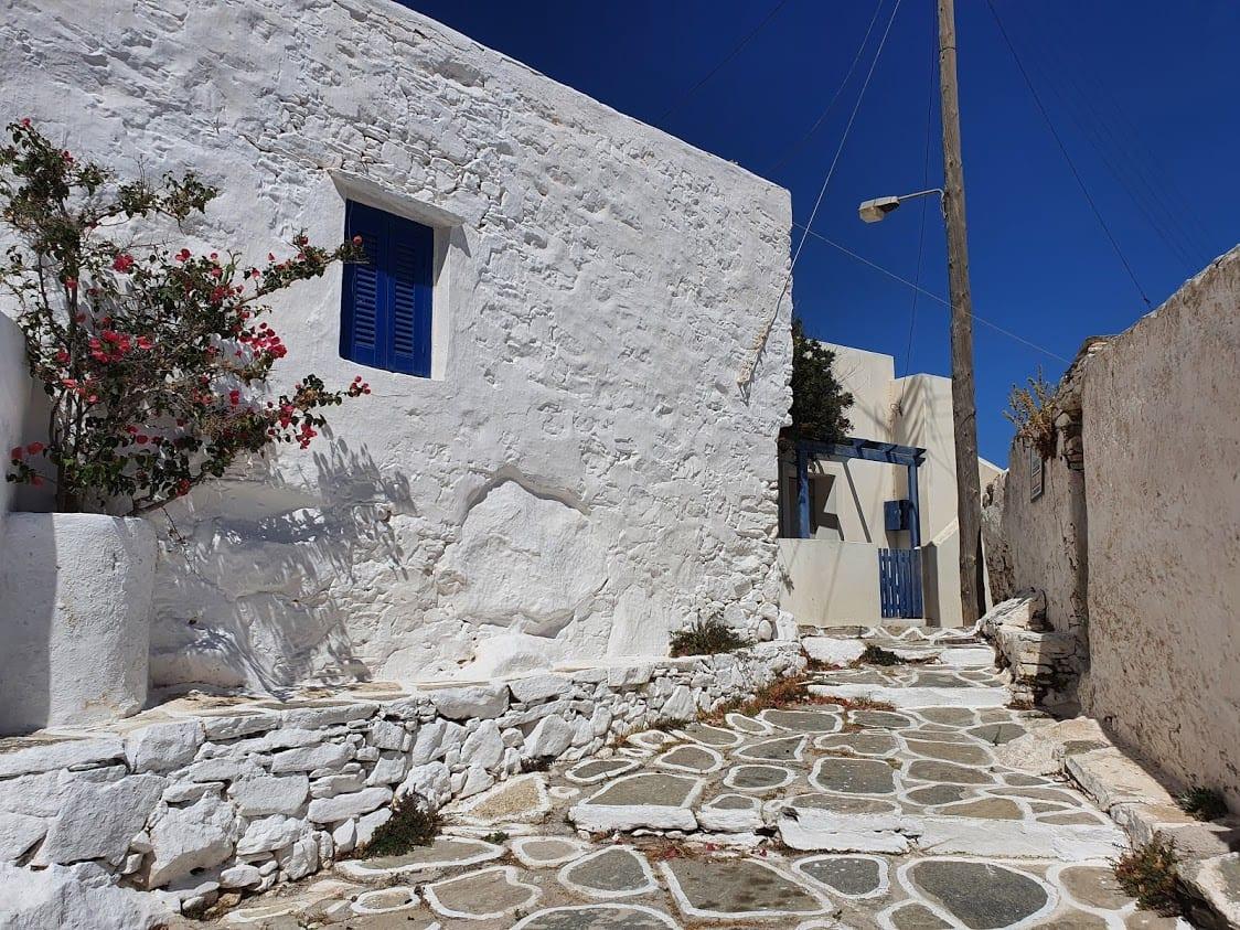 Walking inside Chorio in Sikinos