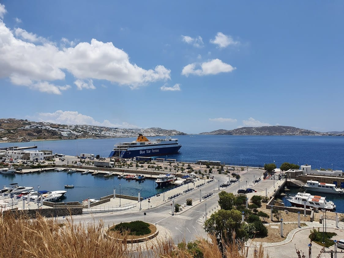 Ferries from Mykonos to Naxos leave from Mykonos New Port