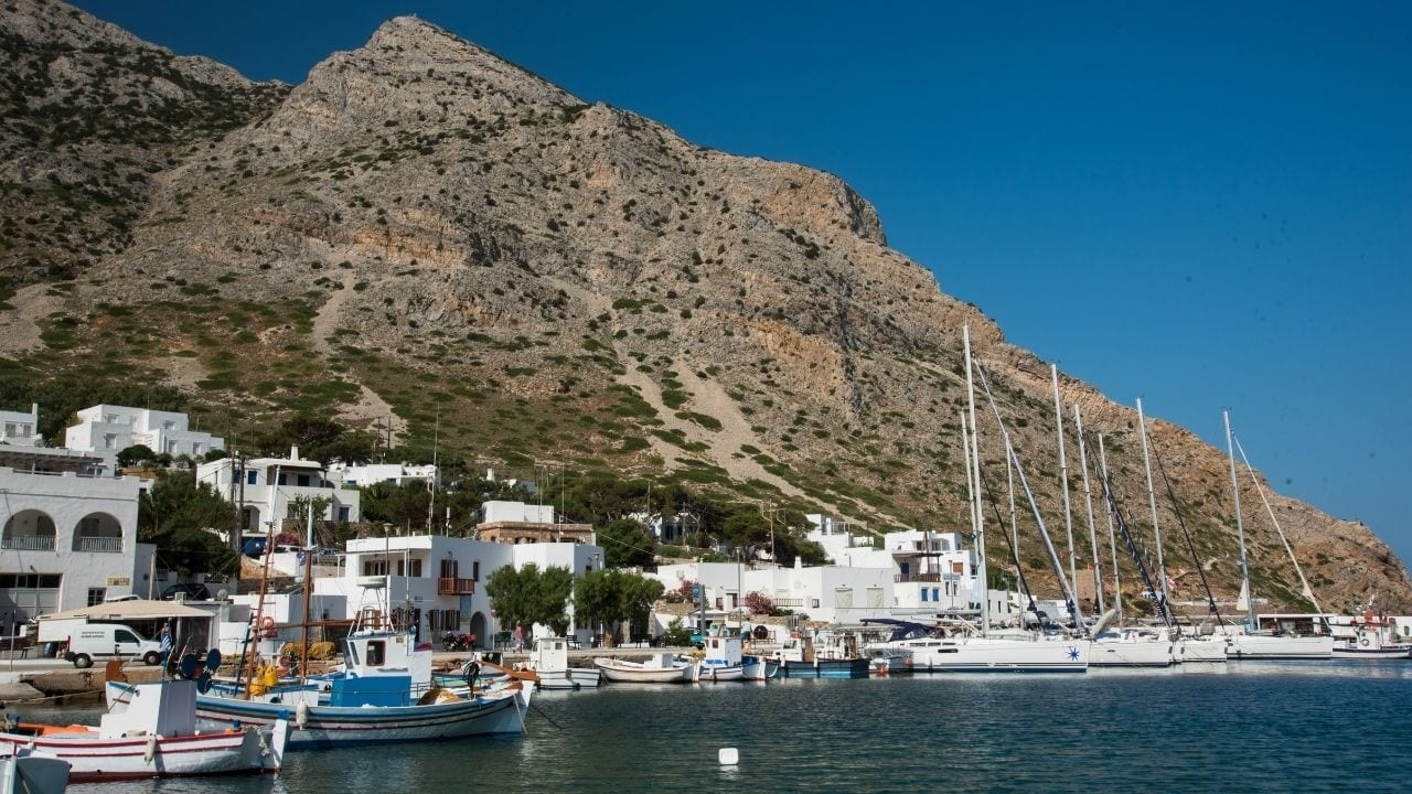 How to travel to Sifnos from Santorini in Greece