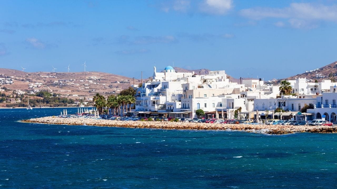 A guide to the ferries from Milos to Paros in Greece