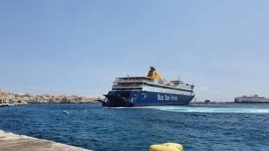 A guide to ferries from Milos to Syros in Greece