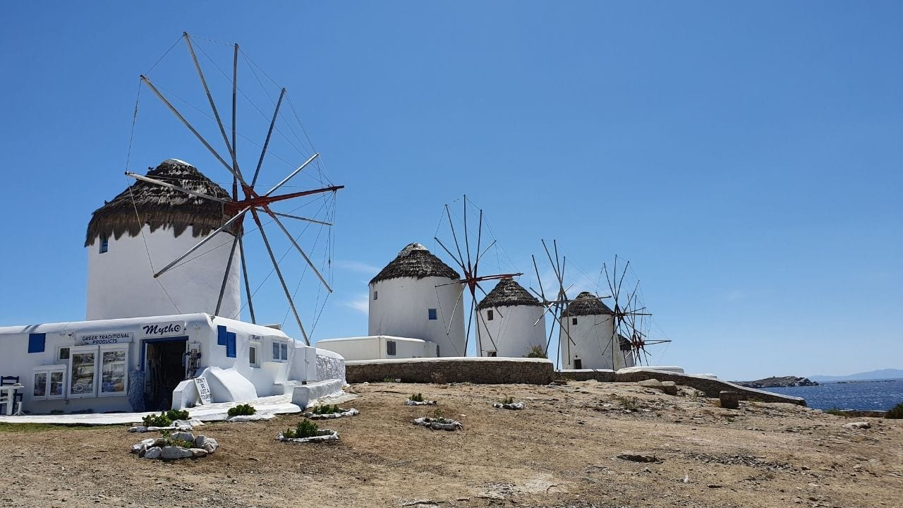 A guide to traveling to Mykonos from Milos by ferry