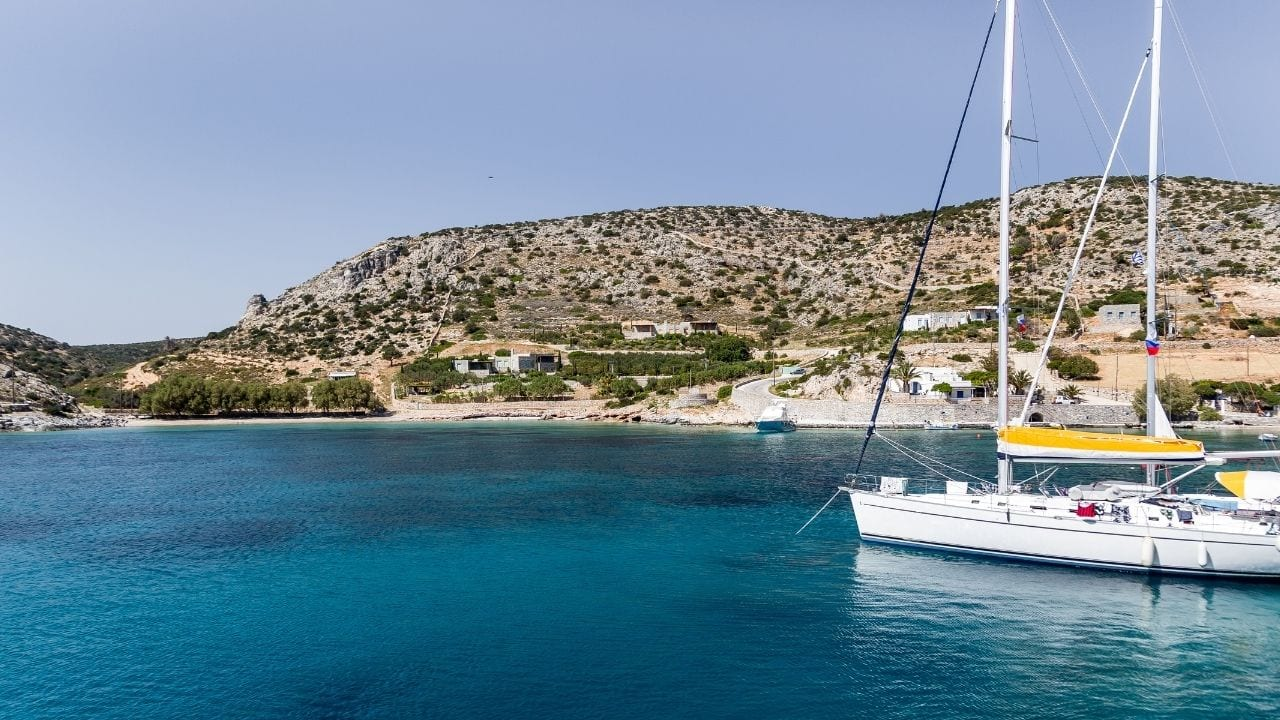How to get to Schinoussa island in Greece