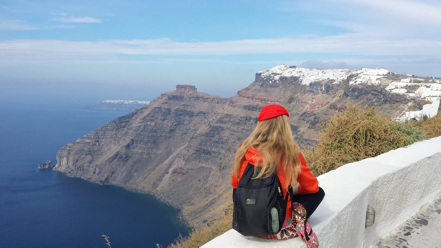 The winter in Santorini is a good season to hike from Fira to Oia and enjoy the caldera views