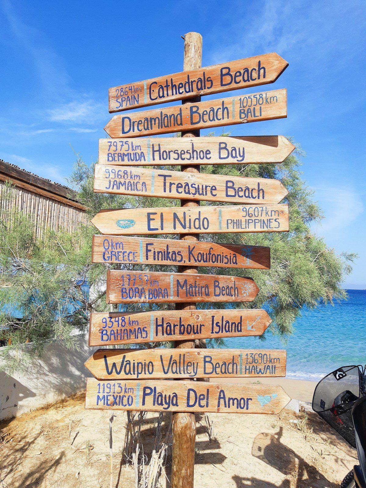 Finikas beach bar