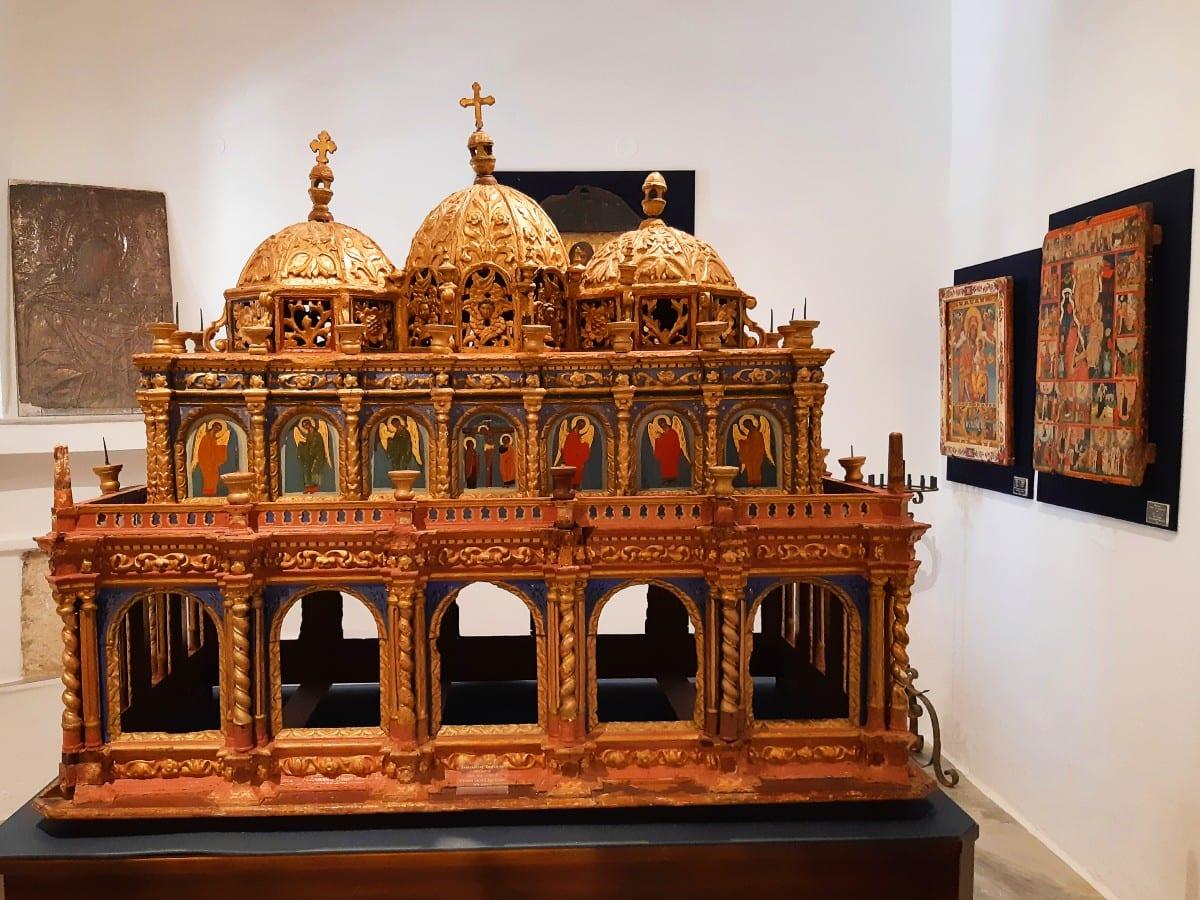 Byzantine museum inside the Ekatontapiliani church