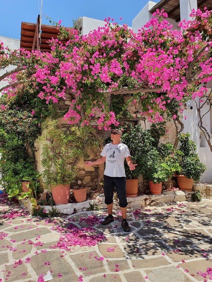 דייב מסתובב בפרודרומוס באי פארוס יוון